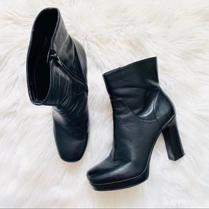 Nine West Vintage 90s Riffle Black Ankle Boots